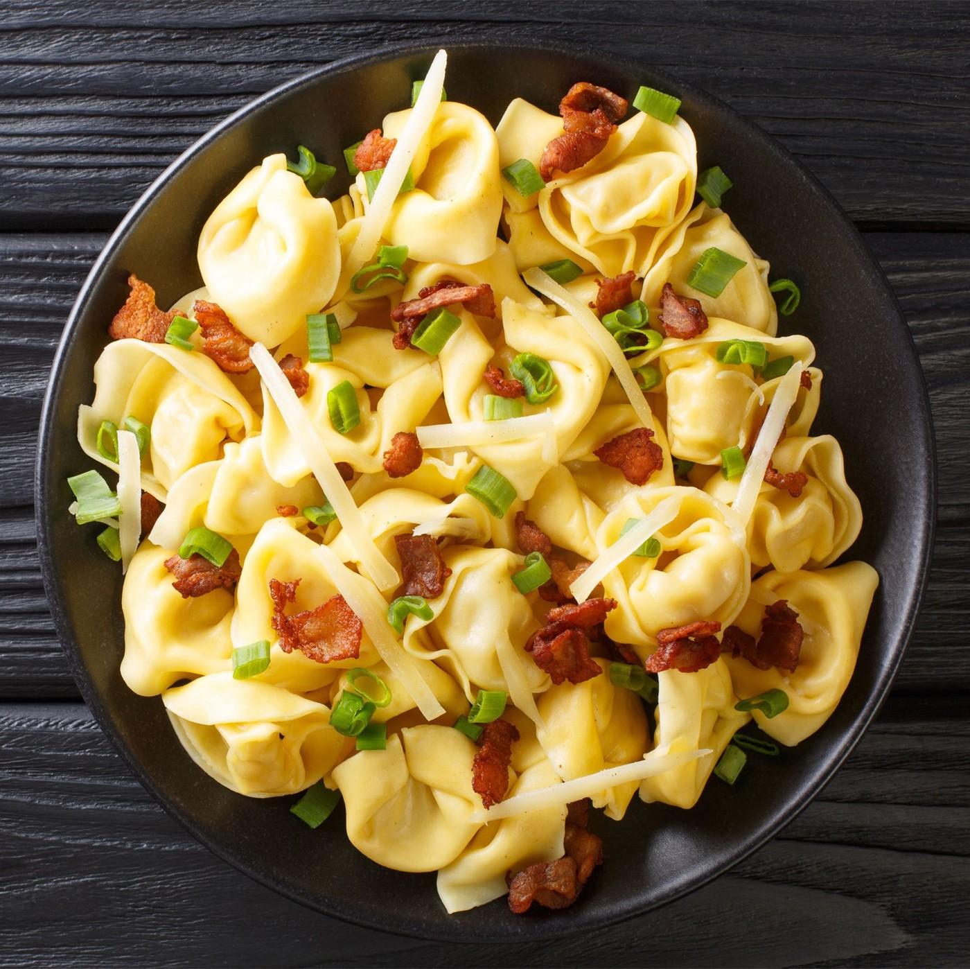 receta de Tortellini boloñesa con nata, jamón y piñones