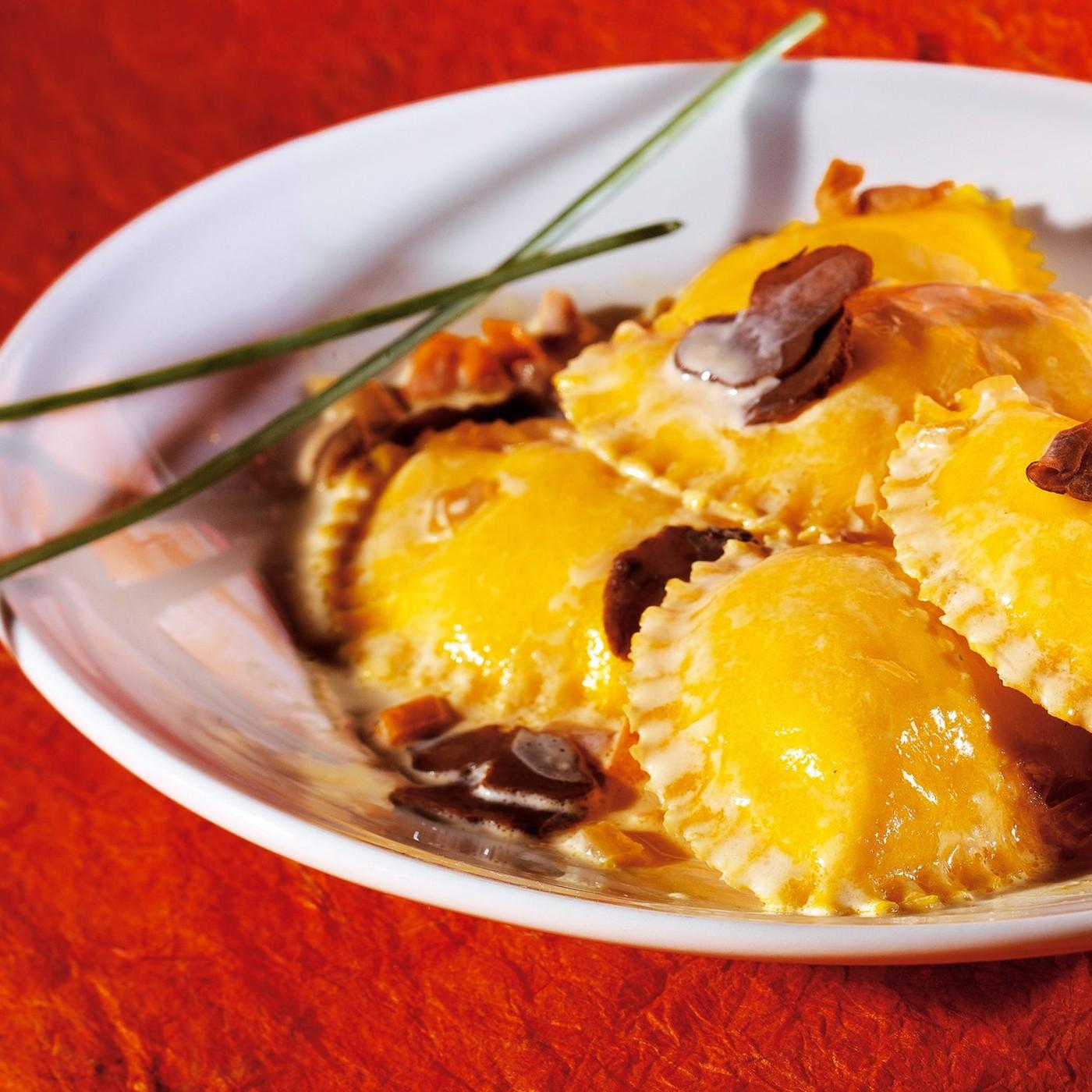"""receta de Raviolotti con queso """"di fossa di sogliano dop""""."""