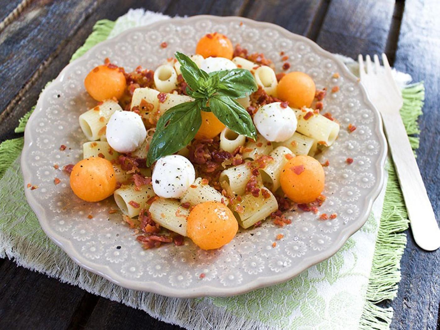 Ensalada de pasta sin gluten con jamón de Parma y melón de Emanuela Ghinazzi