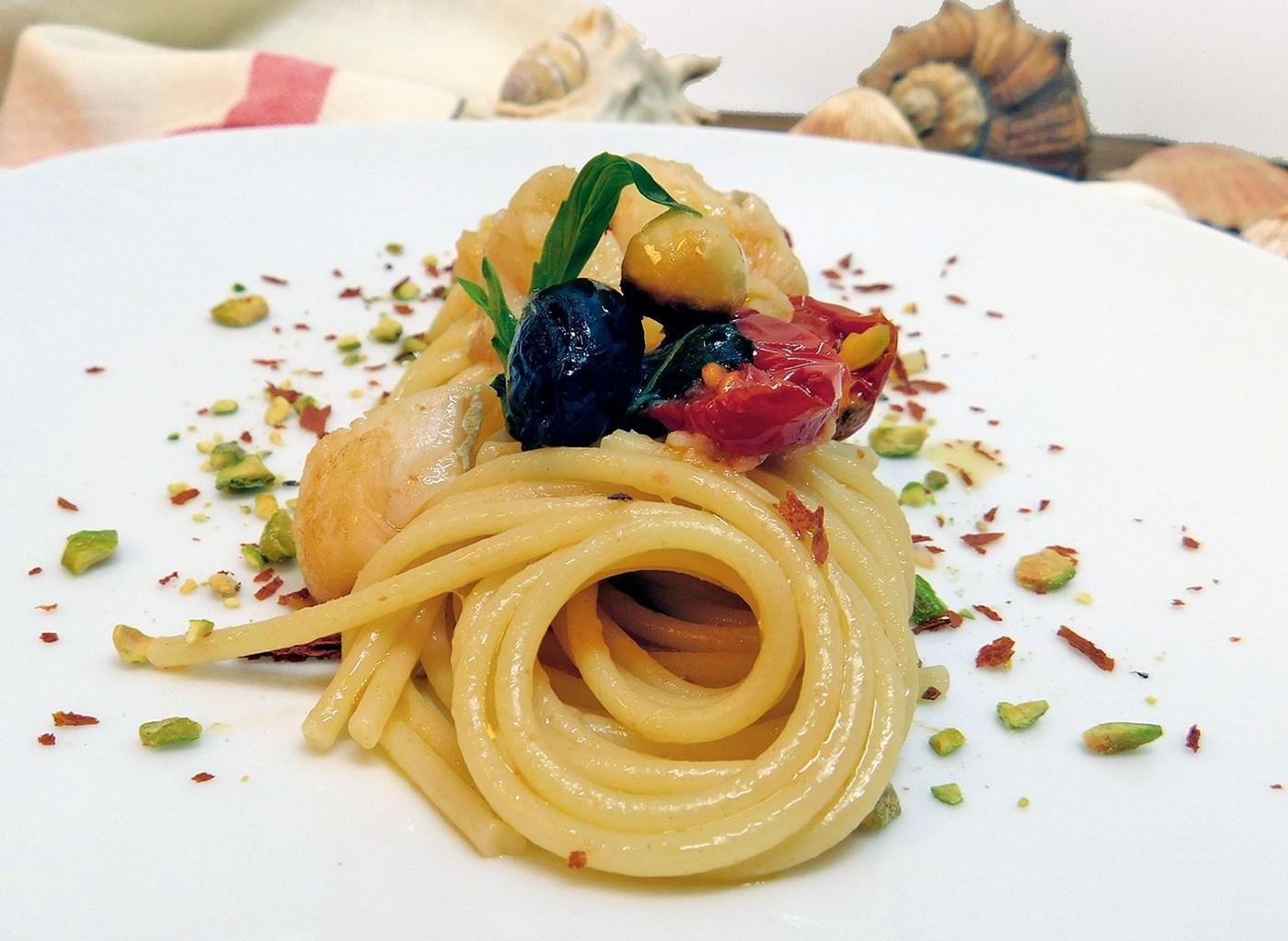 Espaguetis con bacalao y esencia de anchoas